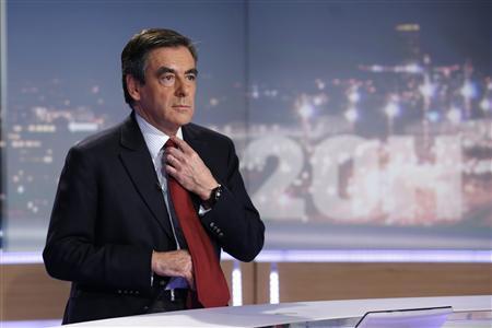 FRANÇOIS FILLON RENONCE À LA PRÉSIDENCE DE L'UMP ET MENACE