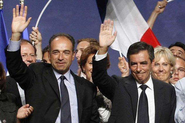 Echec de la médiation Juppé à l'UMP, Fillon va en justice