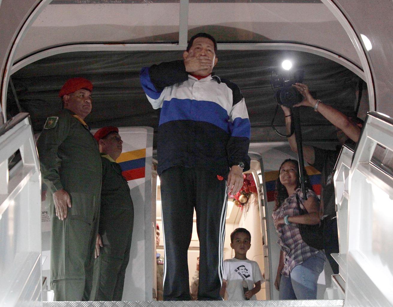 """Le """"protocole pré-opératoire"""" d'Hugo Chavez en cours, les médecins """"optimistes"""""""