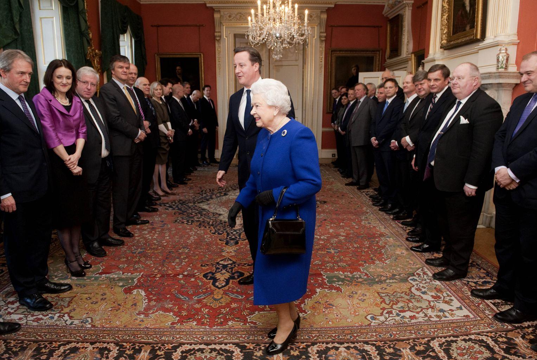Elizabeth II assiste à son premier conseil des ministres