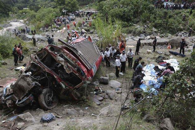 Des dizaines de morts dans un accident d'autocar au Guatemala