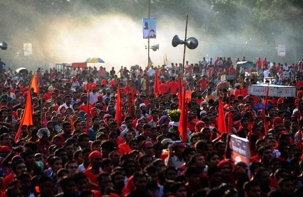 Bangladesh Emeutes d'ouvriers du textile qui revendiquent un meilleur salaire