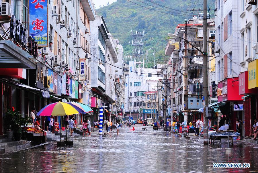 Le typhon Fitow touche terre dans l'est de la Chine