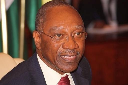 le gouverneur Dacoury-Tabley Henri molesté et humilié par les Hommes de Ouattara à son QG ( Vidéo Disponible sur Khadhor' Média )