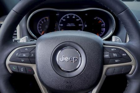 Les autorités américaines de la sécurité routière ont ordonné dimanche à Fiat Chrysler de payer une amende de 105 millions de dollars (95,58 millions d'euros) pour ne pas avoir respecté la législation encadrant le rappel de véhicules. /Photo prise le 24 juillet 2015. REUTERS/Eduardo Munoz