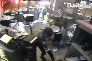 Le versement de 40'000 euros (quelque 43'260 francs) promis par la mairie de Paris à chaque commerçant touché par les attentats du 13 novembre, a été bloqué pour la pizzeria Casa Nostra, dont le gérant est accusé d'avoir monnayé la vidéo de l'attaque, a indiqué mercredi la mairie.